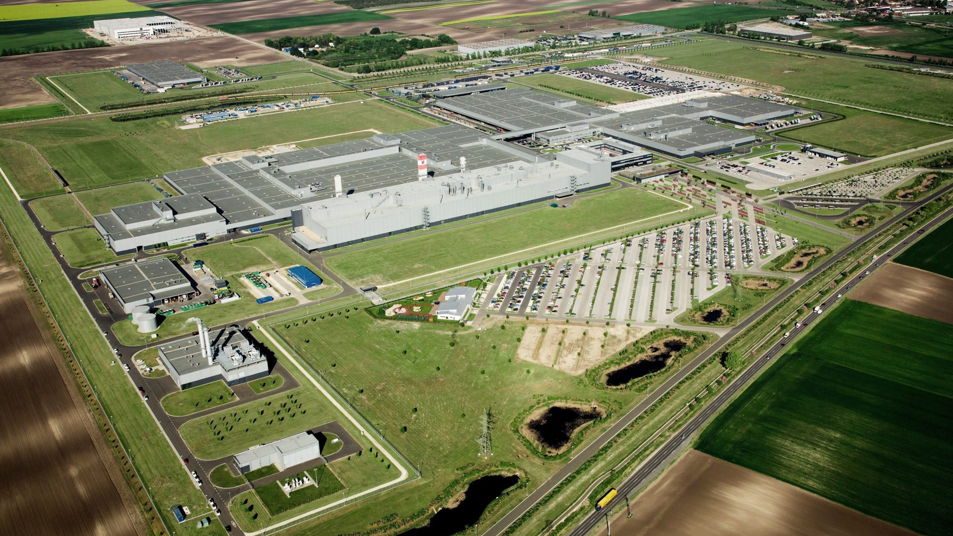Aerial photo of the Mercedes-Benz plant in Kecskemét