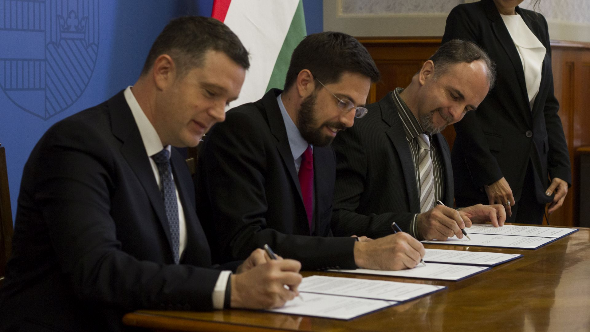 Signing the strategic partnership agreement at the Ministry of Foreign Affairs and Trade